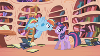 Twilight get cornered S1E2