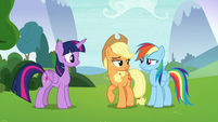Applejack looking smugly at Rainbow Dash S8E9