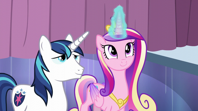 File:Cadance casting her magic on the bubble S6E1.png
