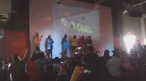 """Carla Castañeda canta """"H.M.M.A.P.S."""" y """"Nació el amor"""" - FluttyCon 2014"""