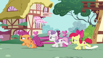 Cutie Mark Crusaders gallop after Gabby S6E19