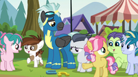 Foals in awe of Thunderlane's horseshoe skills S7E21