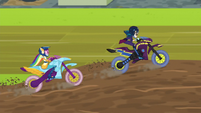 Indigo Zap passes Rainbow in motocross EG3