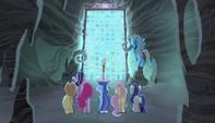 Las protagonistas y Starlight frente a la bóveda de Cutie Marks EMC-P1