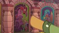 Quibble Pants points to fifth door S6E13.png