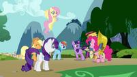 S01E10 Twilight dziękuje Pinkie za pomoc