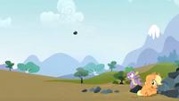 Spike saves Applejack 5 S3E09