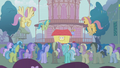 The crowd gathers for the show of Trixie S1E06.png