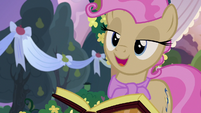 Young Mayor Mare -I think that's my cue- S7E13