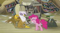 Gilda pulls away the scone before Pinkie bites it S5E8