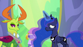 Luna fits Thorax's medal around his neck S7E1.png