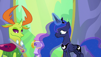 Luna fits Thorax's medal around his neck S7E1