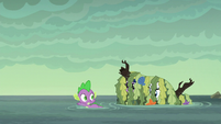 Pile of seaweed follows Spike S6E5