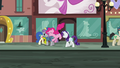 Pinkie hops while in the middle of walking S6E3.png