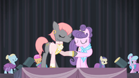 Prim and Suri shake hooves S4E08