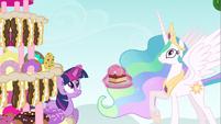 Princess Celestia & Twilight awaiting Pinkie S2E24