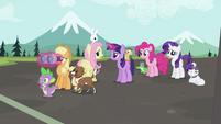 Rainbow Dash's friends worried S2E07