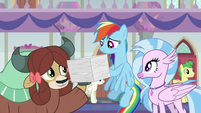 Rainbow Dash helps Yona with her papers S8E9