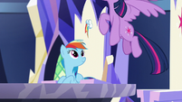 Rainbow sees Twilight flying away S5E19