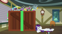 Rarity falls on post office floor S9E19