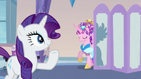 Rarity presenting Princess Cadance's new mane S3E12