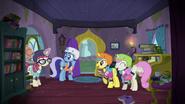 S05E12 Moondancer z przyjaciółkami