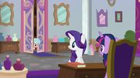 Cozy Glow entering Twilight's office S8E16