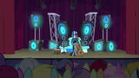 DJ Pon-3 appears from behind curtains S9E20