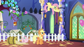 Fluttershy hanging a birdhouse S5E3.png