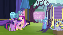 Princess Cadance commending Trixie S8E19