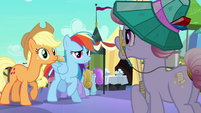 Rainbow and Applejack talk to librarian S3E01