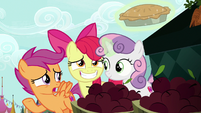 """Scootaloo """"we're holding an invitation pie"""" S9E23"""