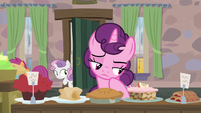 Scootaloo and Sweetie Belle sneak into Sugar Belle's house S7E8
