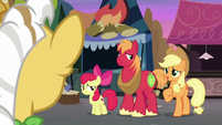 The Apple siblings meet Grand Pear S7E13