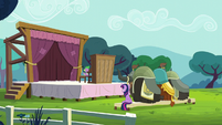 Twilight and the yaks watch Spike's -performance- S5E11