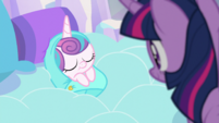 Twilight beholds Flurry Heart for the first time - episode version S6E1