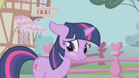 Twilight blushes again S1E6