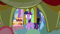 Twilight mortified by Sludge's body S8E24