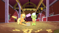 Applejack looking at Granny Smith in worry S3E8