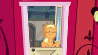 Applejack smelling the air S4E09