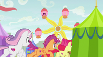 Crusaders galloping to the Ferris wheel S9E22