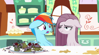 Rainbow looking worried at Pinkie Pie S8E18