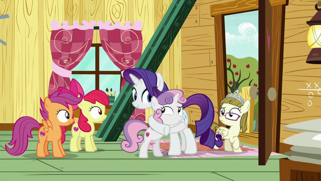 File:Rarity and Sweetie Belle hugging in the clubhouse S7E6.png