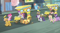 Rarity and friends walking towards the cab S4E08