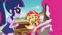 Sunset Shimmer reading the second clue EGDS13
