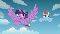 Twilight encouraging Rainbow Dash S5E25