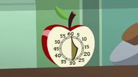 Apple-shaped oven timer S8E10