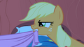 Applejack fighting over the covers S1E08.png