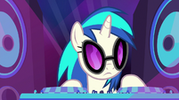DJ Pon-3 shaking her head at Rarity S8E4