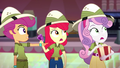 Scootaloo pointing at the theater usher SS11.png